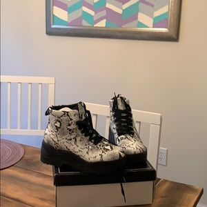 Snakeskin combat style boots NWT size 6